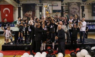 Beşiktaş Mogaz, süper lig şampiyonluk kupasını törenle aldı