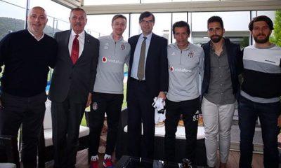 İspanya Büyükelçisi Juan Gonzalez Barba, Beşiktaş futbol takımını ziyaret etti