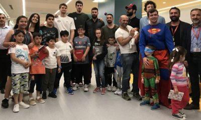 Basketbolculardan 'çocuk hastalara' anlamlı ziyaret!