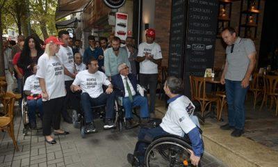 Başkan Akpolat, tekerlekli sandalye kullanarak sorunları yerinde tespit etti