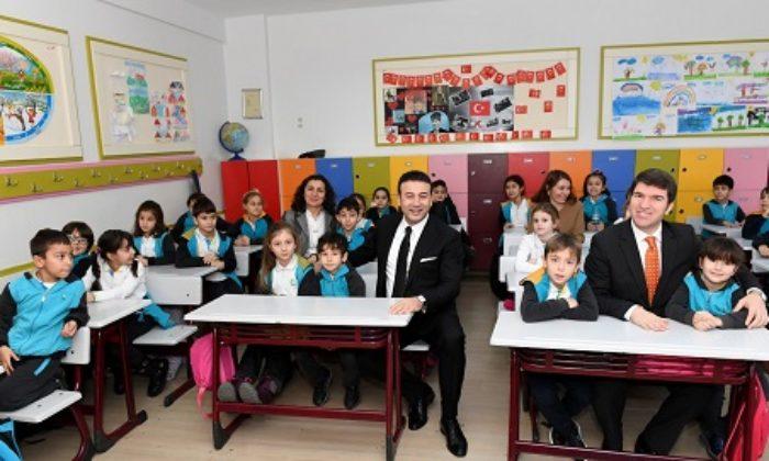 Başkan Akpolat öğrencilerin karne heyecanına ortak oldu