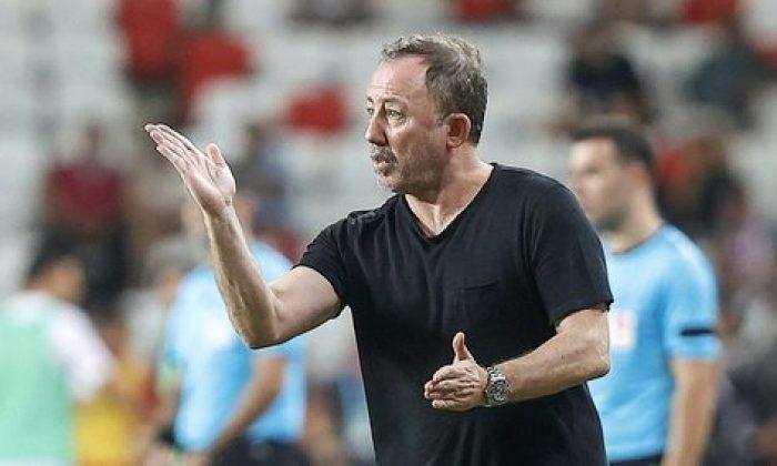 Başakşehir Beşiktaş maçında Sergen Yalçın telefonla kimi aradı? İşte o anlar